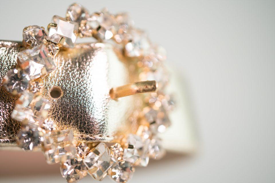 glitzer abendschuh gold metallic detail clara