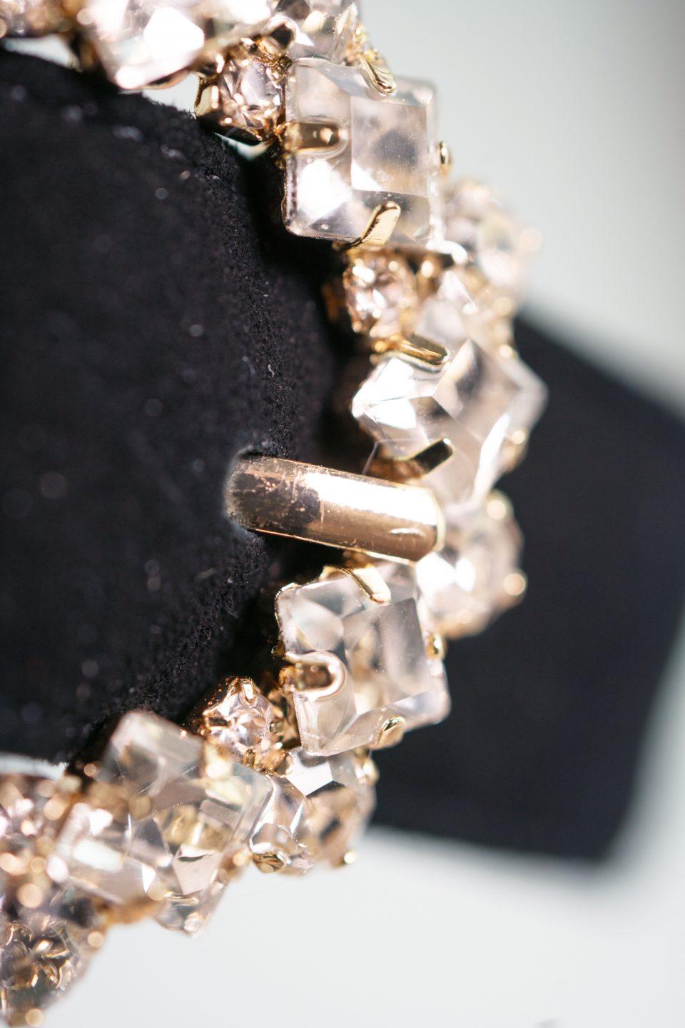 luxus abendschuh schwarz schmuck detail emma