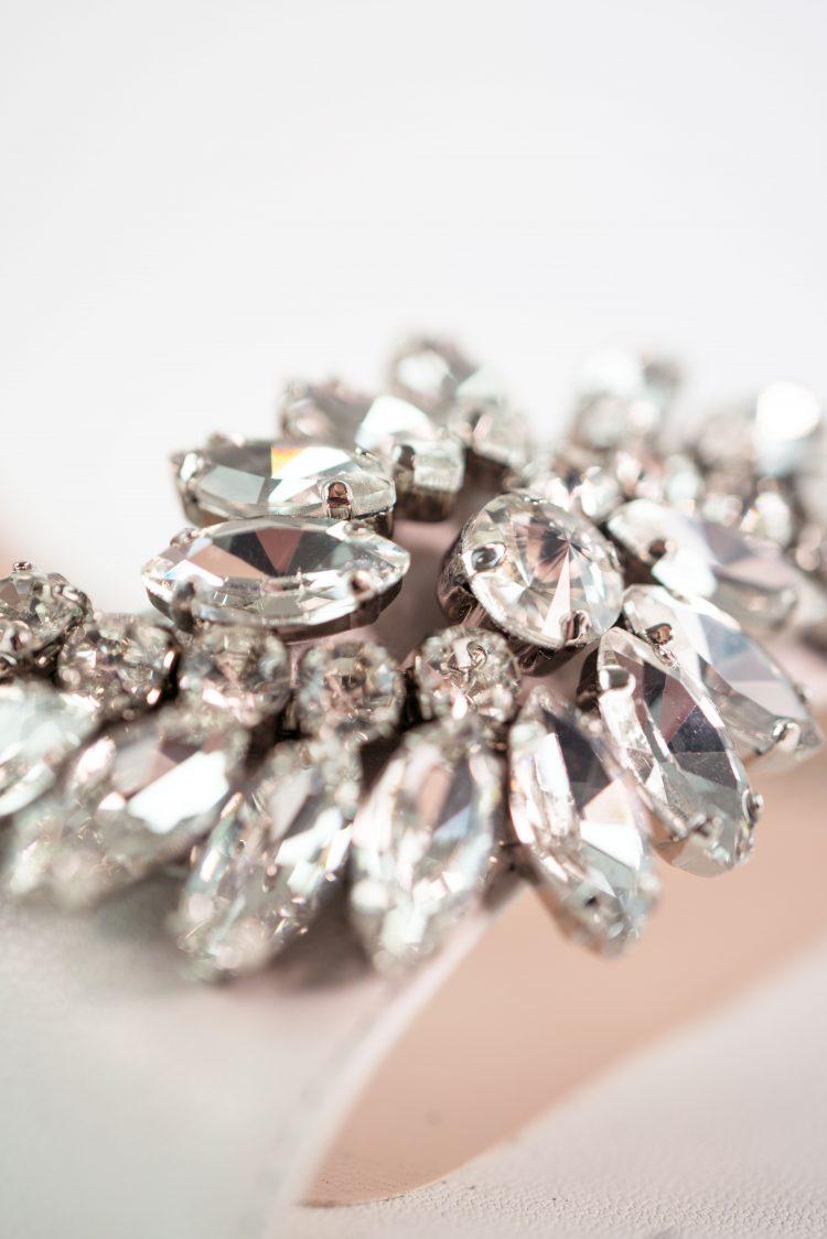 brautschuh weiß kristallglas brosche linda