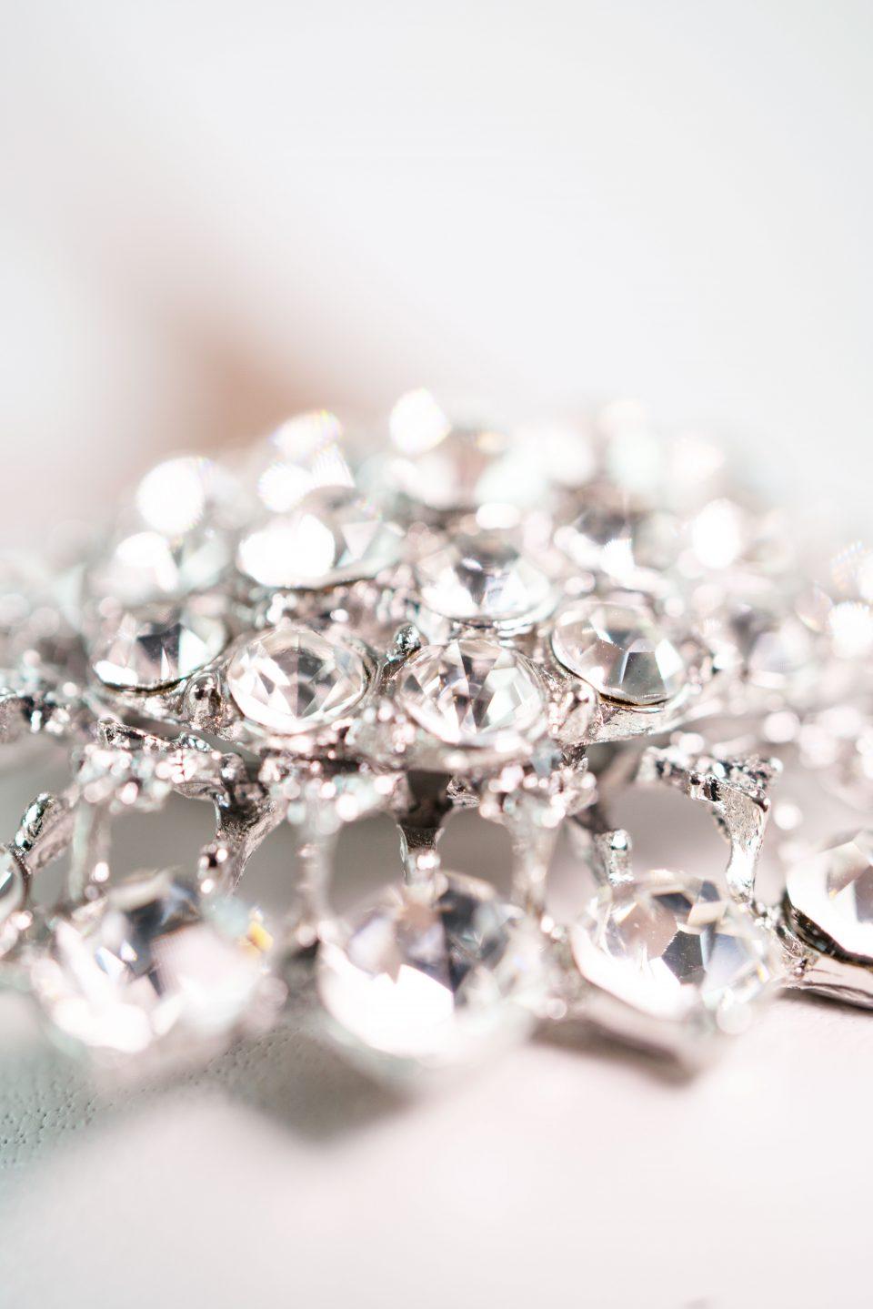 brautschuh schmuck brosche silber detail closeup